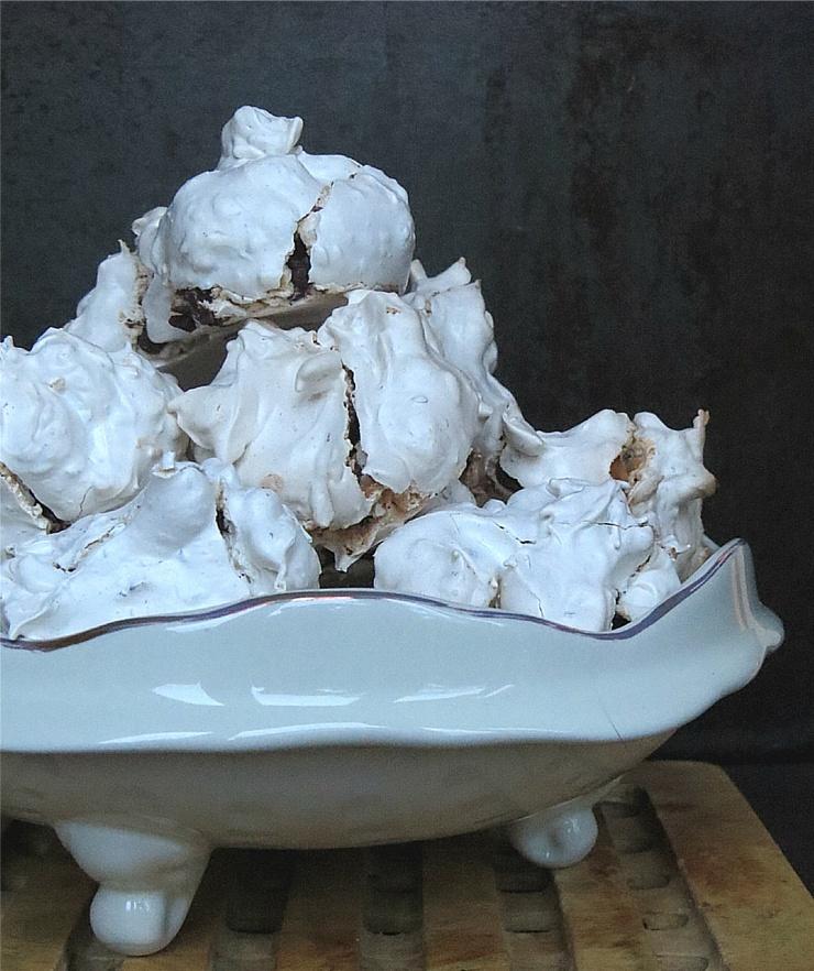 meringue cookie pile