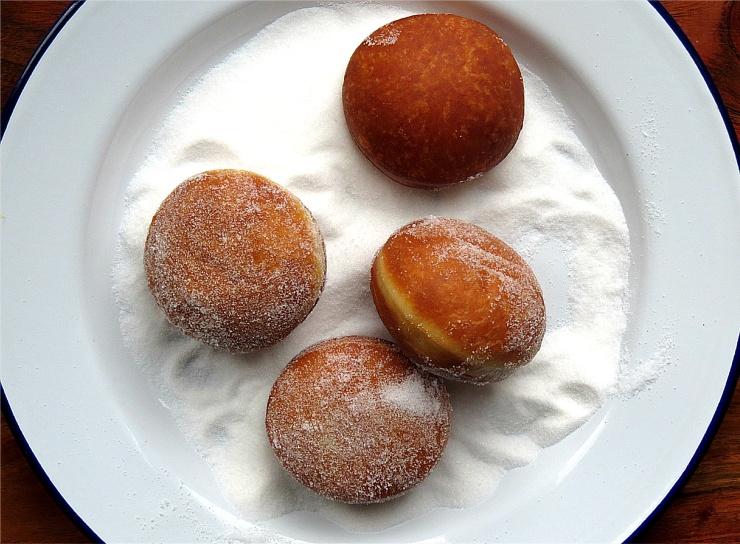 Sugaring doughnuts 2